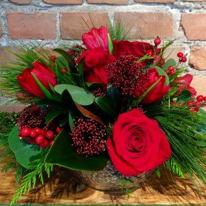 Arrangement floral parfait pour les fêtes avec Fleuriste Marie Vermette